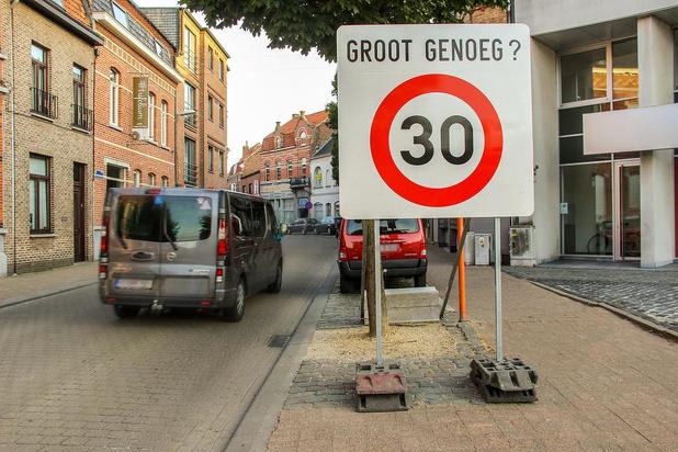 Betere Wervik waarschuwt met grote borden voor proefproject met zone 30 HL-53