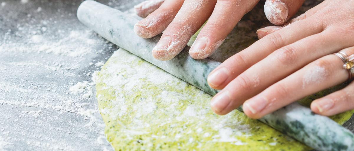 Klik hier voor het recept voor een basispizzadeeg op basis van groenten, Lannoo / Simone van den Berg