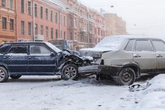 Wie vergoedt je schade als je bij ijzel een ongeval hebt op weg naar het werk?