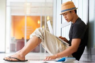 Mag je met teenslippers en blote benen naar het werk?