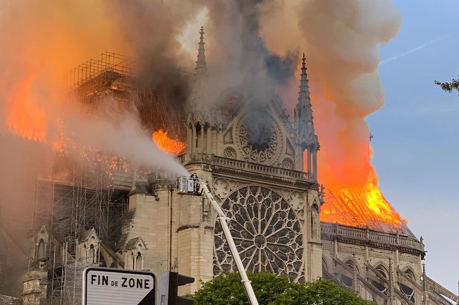 Notre-Dame fire distraction for fire in Al-Aqsa Mosque Jerusalem (na dapat gumawa ng paraan para sa templo)?