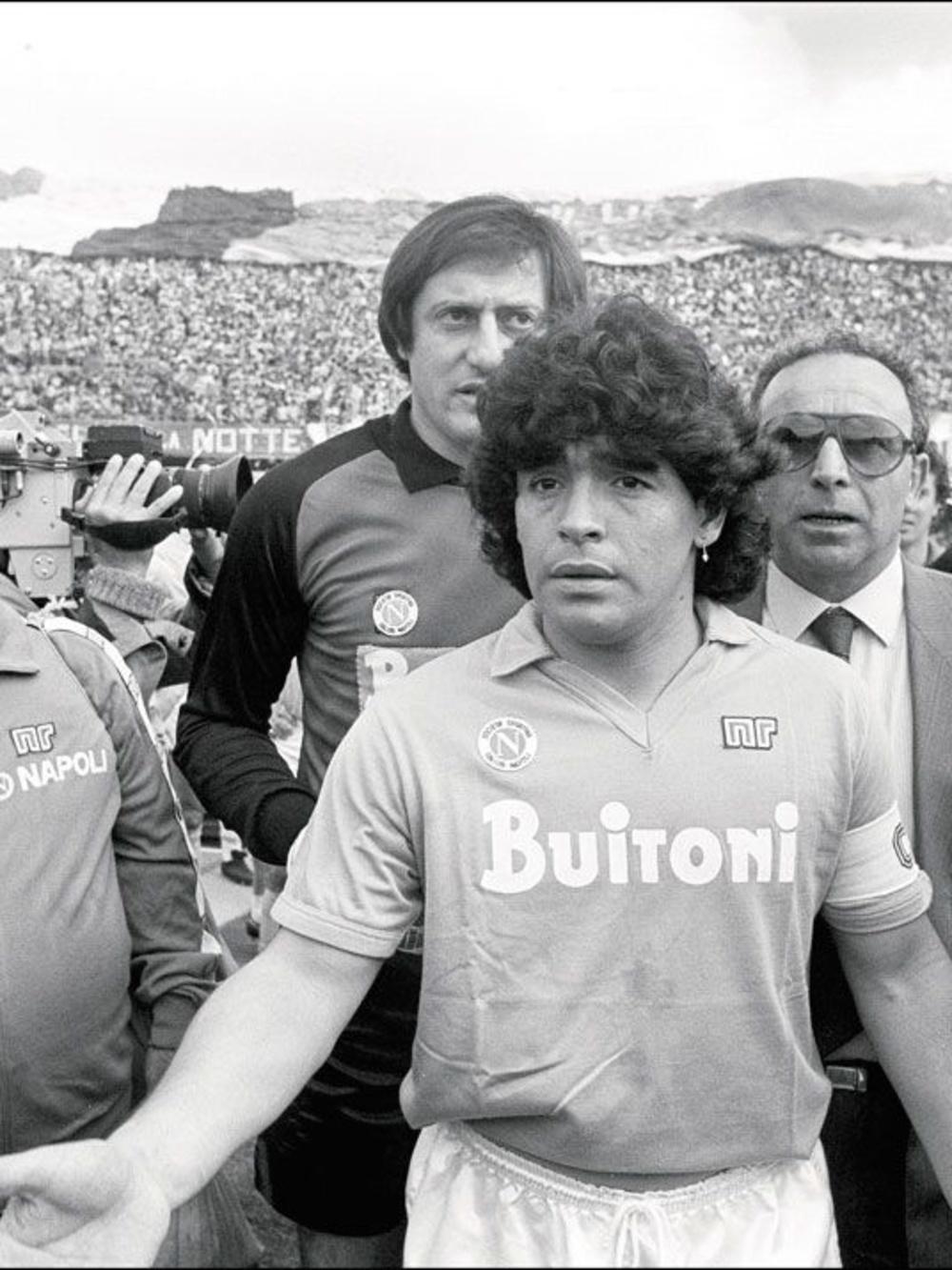 À l'arrivée de Maradona à Naples en 1984, il était le transfert le plus cher de tous les temps (6,7 millions d'euros). Il a coûté plus que Michel Platini à la Juventus., belgaimage