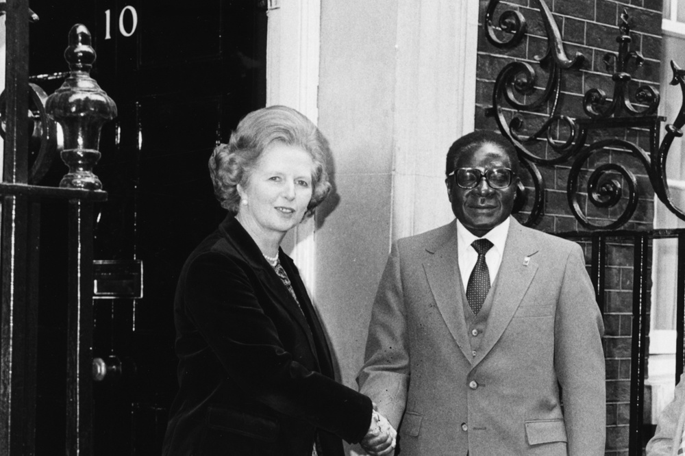 Robert Mugabe samen met Brits premier Margaret Thatcher op 9 mei 1980 in Londen., Getty Images