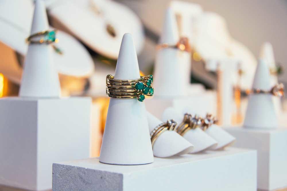 Enkele ontwerpen van juwelenmaakster Tess De Meerleer, Yente Paesmans