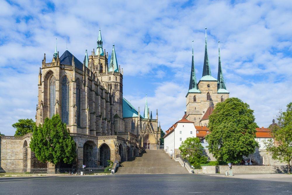 Dom St. Marien auf dem Domberg en de Severikirche, iStock/Getty Images