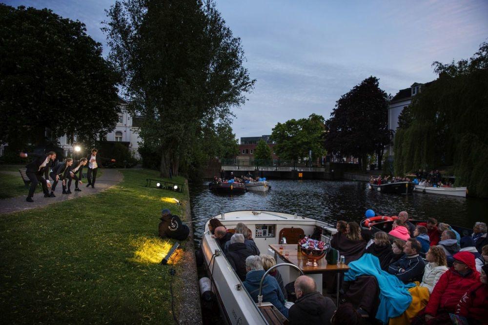 Schemerstad, Visit Leiden