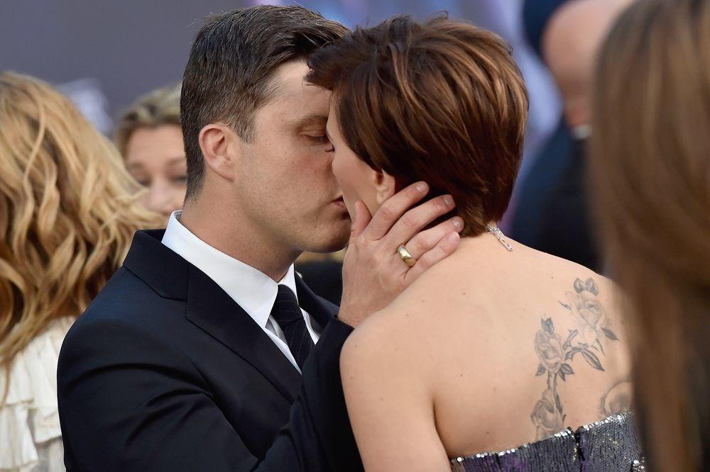 Scarlett Johansson et Colin Jost, baiser volé sur le tapis, Getty Images
