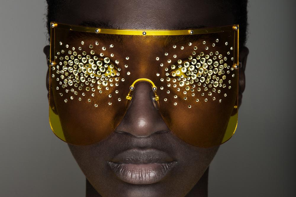De brillen van Quinten Mestdagh bedekken de helft van het gezicht, Ronald Stoops