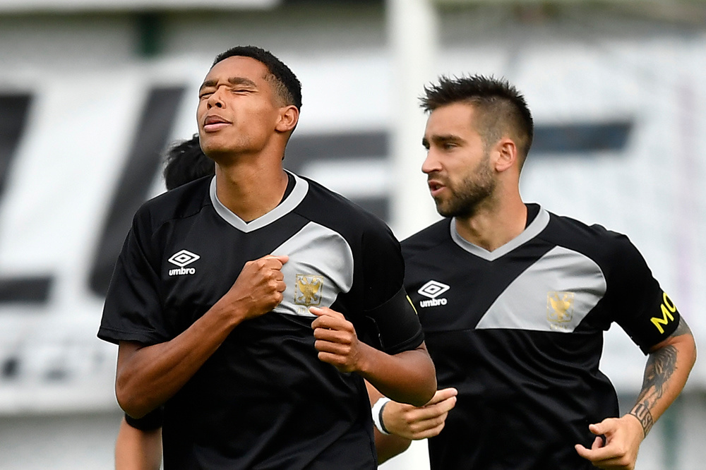 Balongo (links) scoorde bij de U19 van Boavista (Portugal) 21 doelpunten., belgaimage