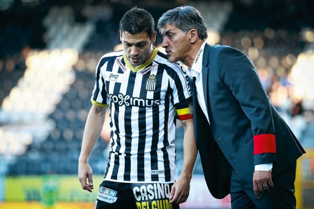 Javier Martos (35) verliet Charleroi, maar hangt zijn voetbalschoenen nog niet aan de haak., BELGAIMAGE