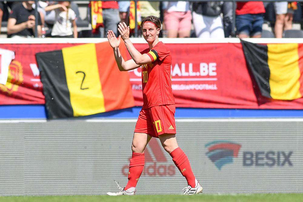 Aline Zeler, recordinternational bij de Flames, kreeg in juni een mooi afscheid., belgaimage