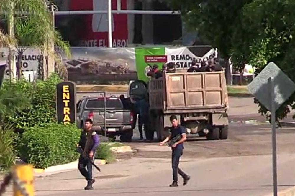 In de straten van de Mexicaanse stad Culiacan circuleerden zwaarbewapende misdadigers nadat een misdaadbaas werd opgepakt., Reuters