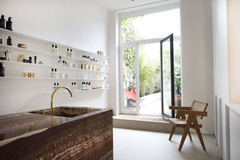 Het pand werd volledig verbouwd en opgefrist in de stijl van Blos door architect Ilse Gielen, Frank Gielen
