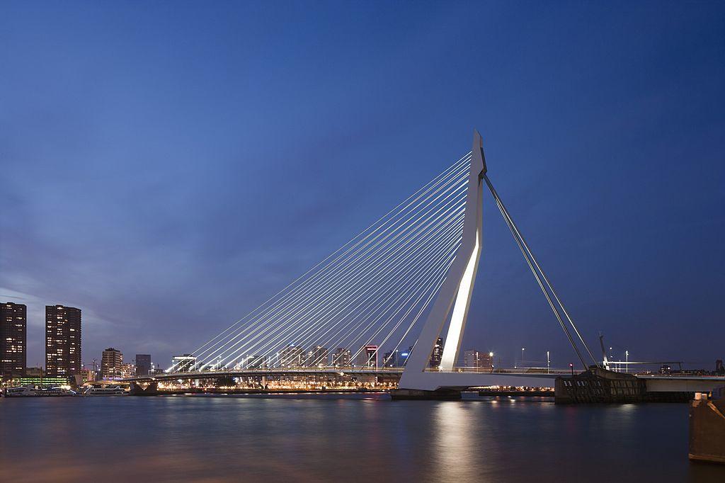 Le pont Érasme relie Kop van Zuid au centre-ville, iStock