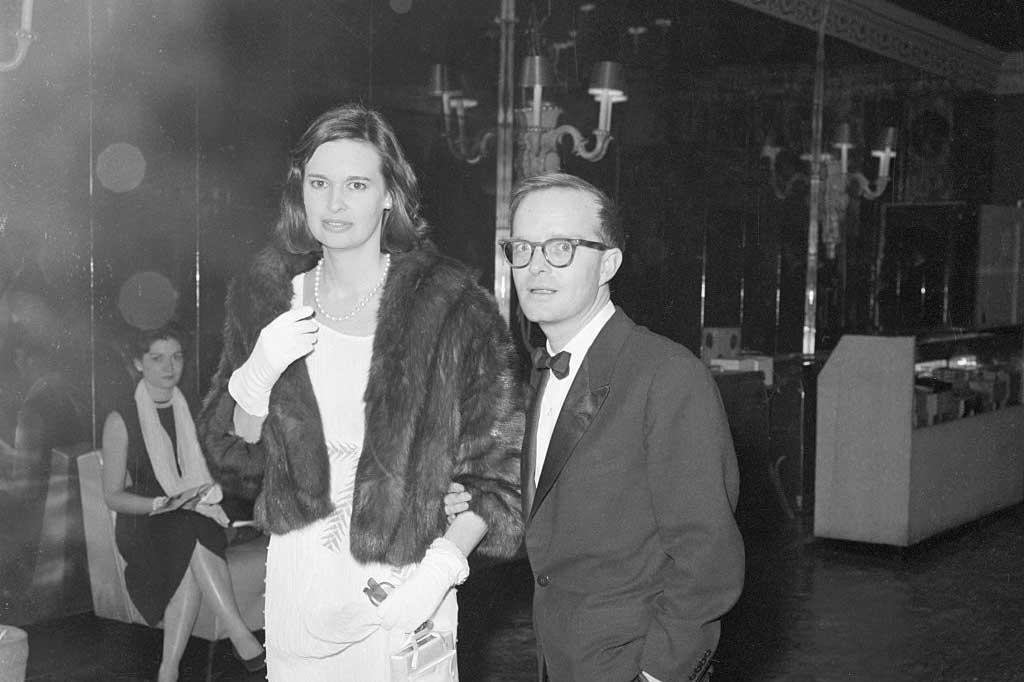 Gloria samen met haar goede vriend Truman Capote. De auteur zou zijn mosterd bij Gloria hebben gehaald voor het personage Holly Golightly in zijn novelle Breakfast at Tiffany's, maar dat is niet bevestigd. (1960), Getty