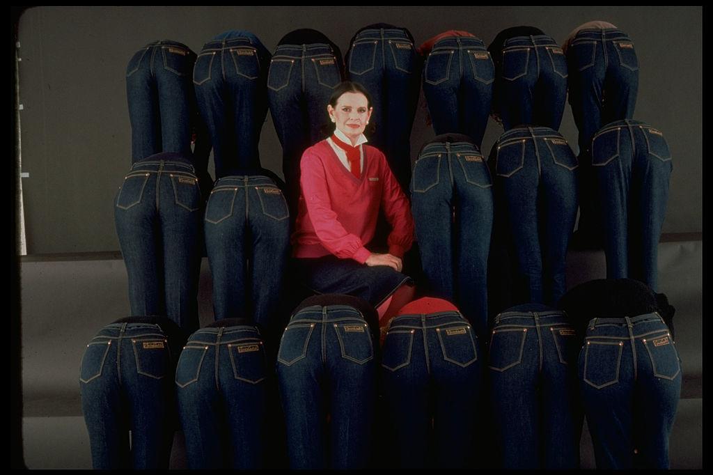 Gloria poseert met haar beroemde blauwe jeansbroeken (1978), Getty
