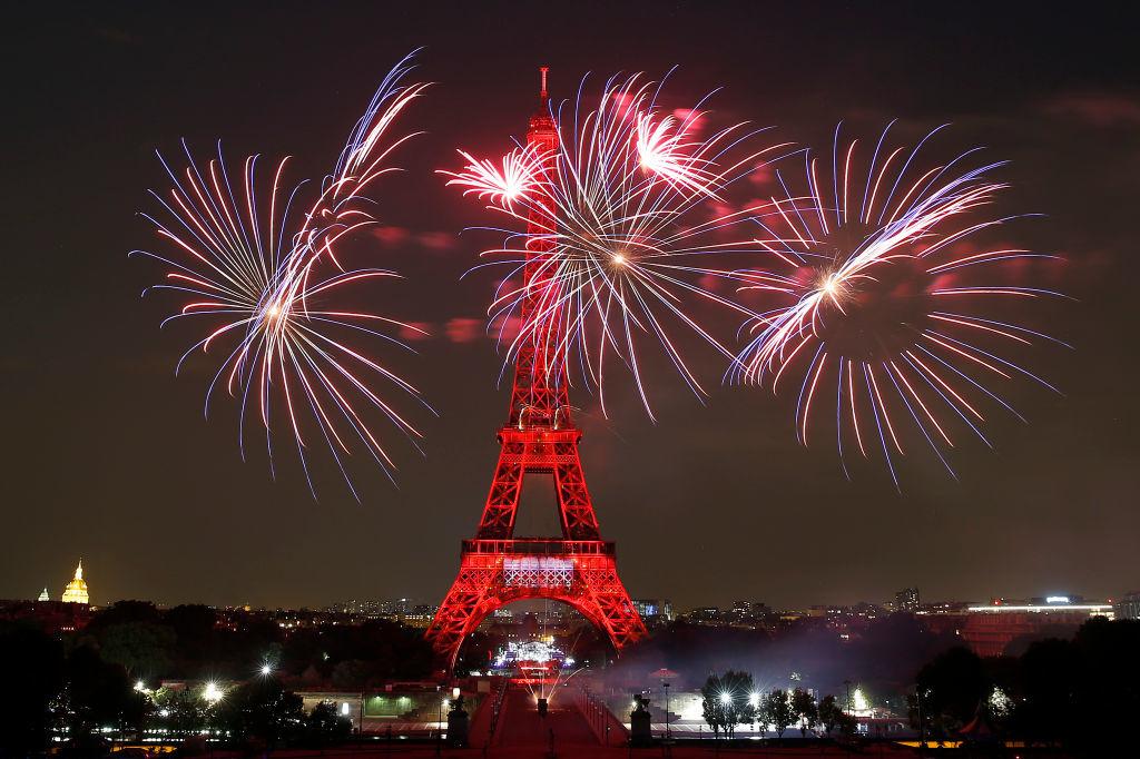 Vuurwerk aan de Eiffeltoren., Getty