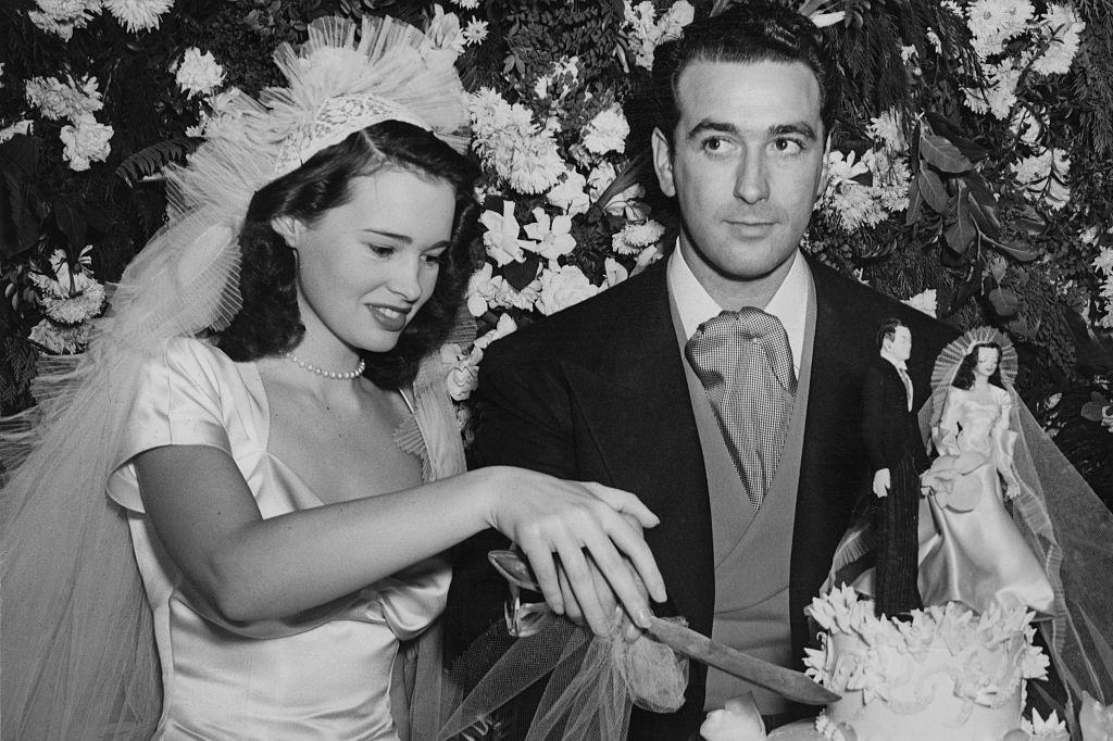 Gloria tijdens haar huwelijk met haar eerste echtgenoot Pat DiCicco (1941), Getty