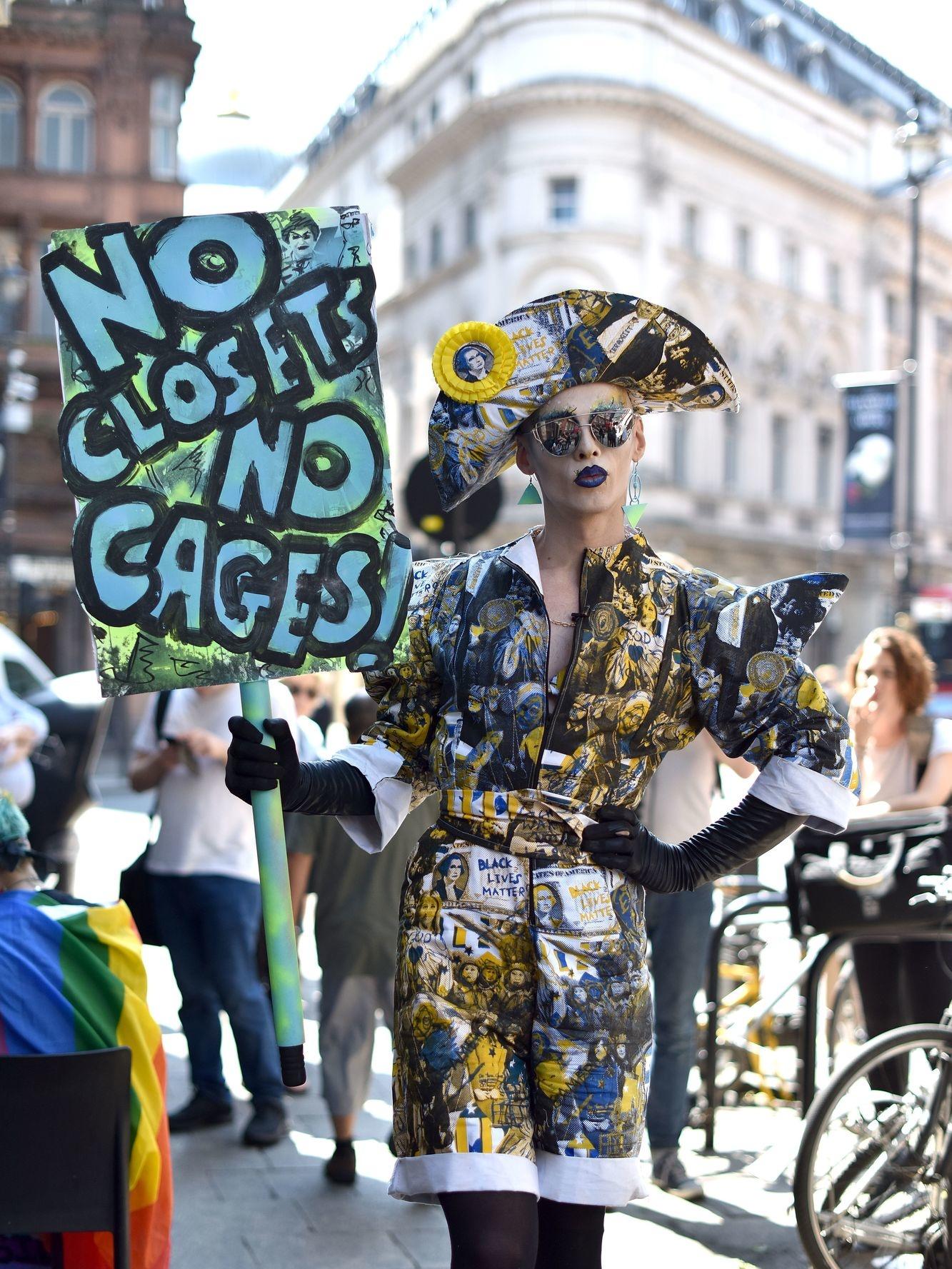 Een dragqueen protesteert tegen Trump, Getty