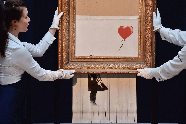"""La toile déchiquetée de Banksy, renommée """"Love Is in the Bin"""", exposée chez Sotheby's à Londres., ISOPIX/Ray Tang/REX/Shutterstock"""