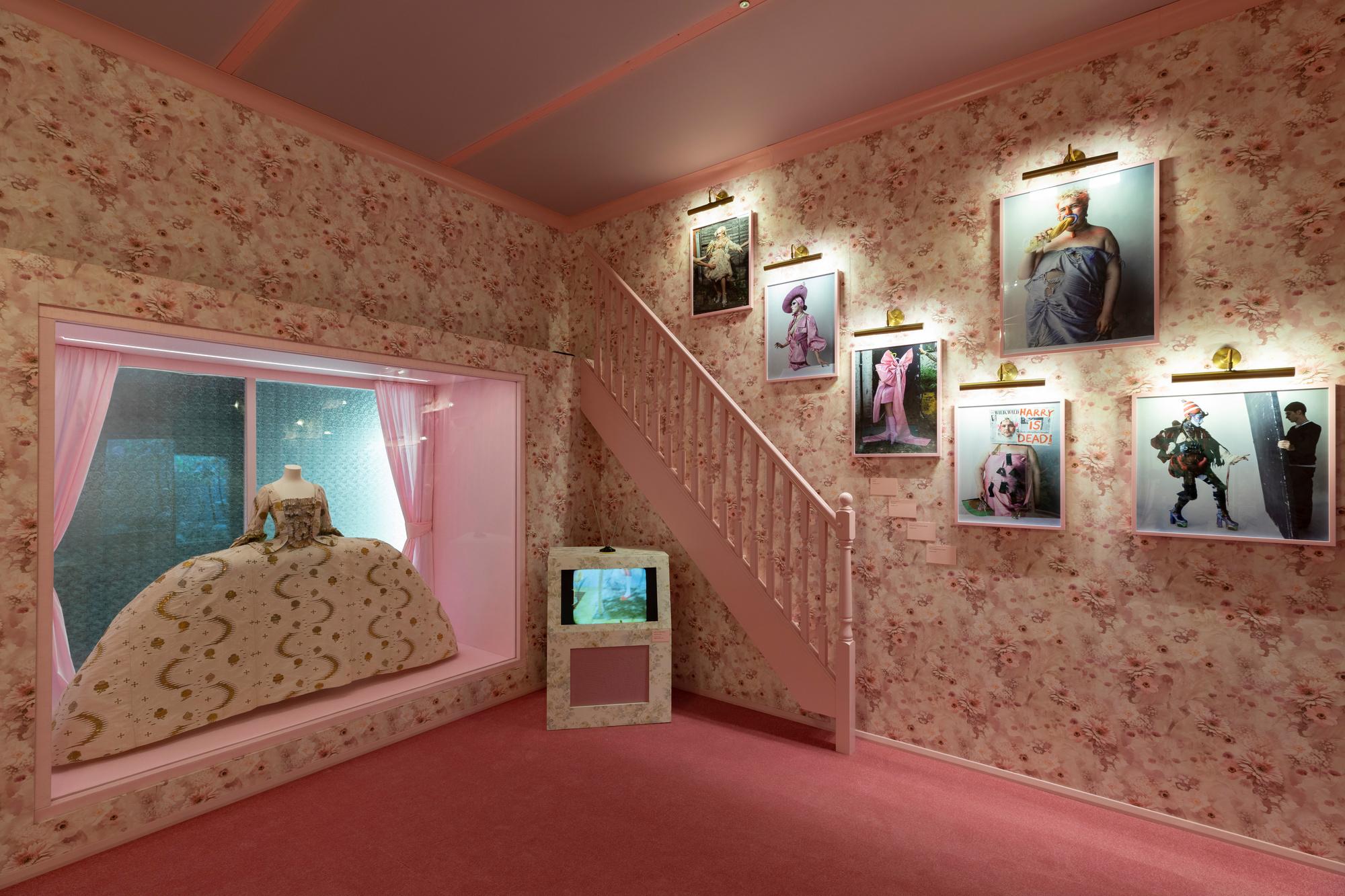 Tim Walker: Wonderful Things, Victoria and Albert Museum, London