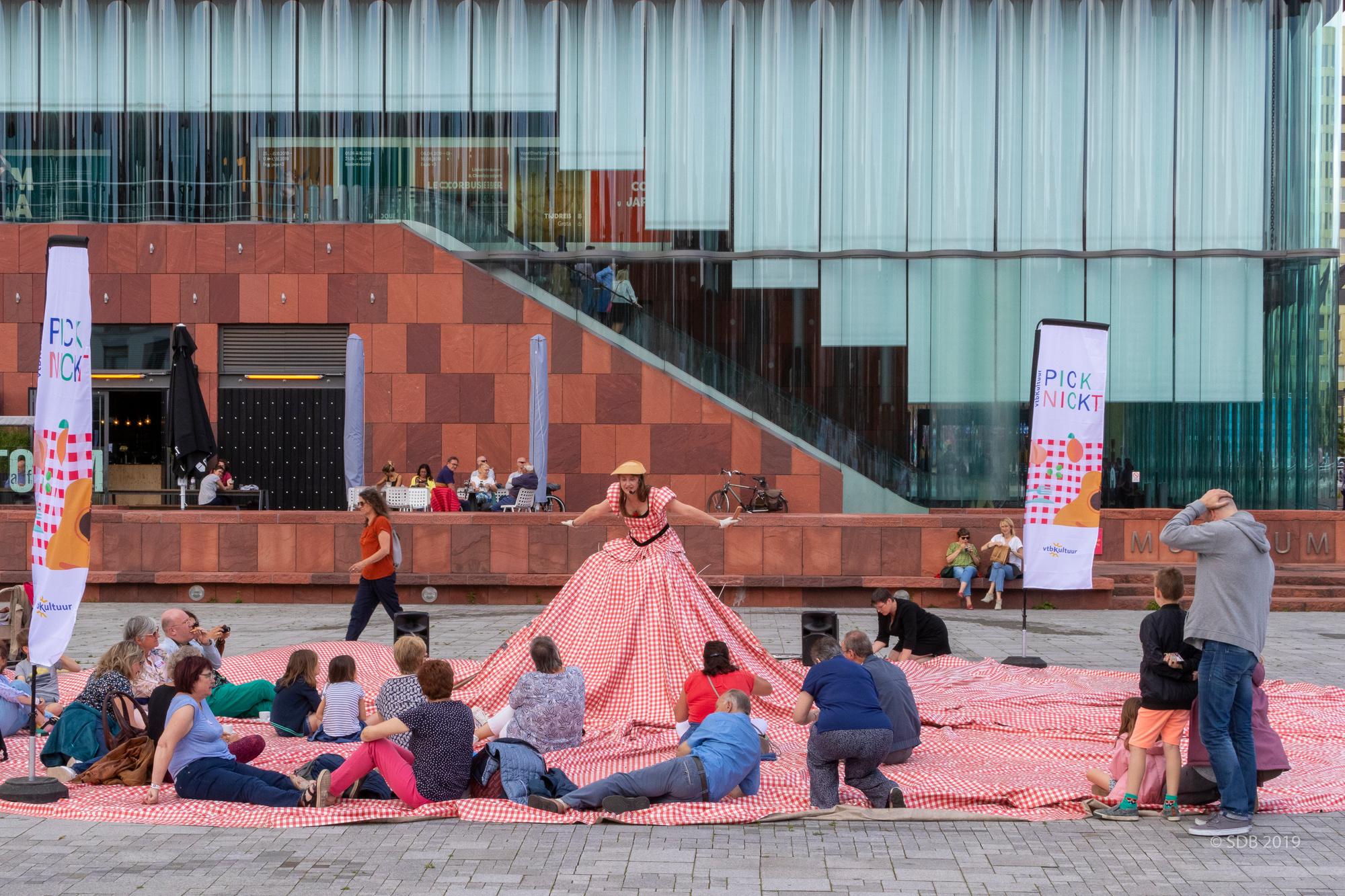 Een picknick aan het MAS, vtbKultuur