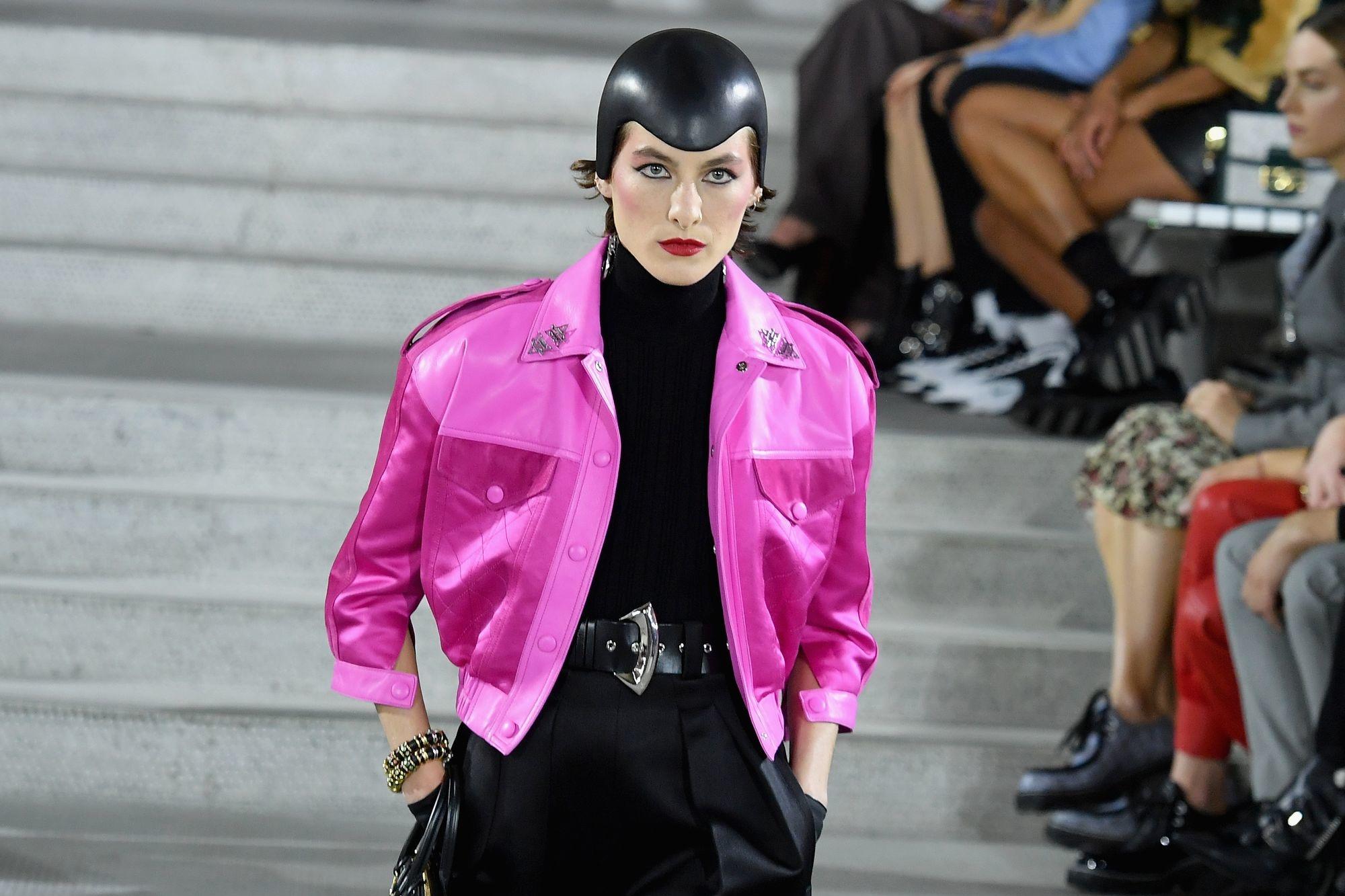 De modellen droegen opvallende hoofddeksels., Belga Image