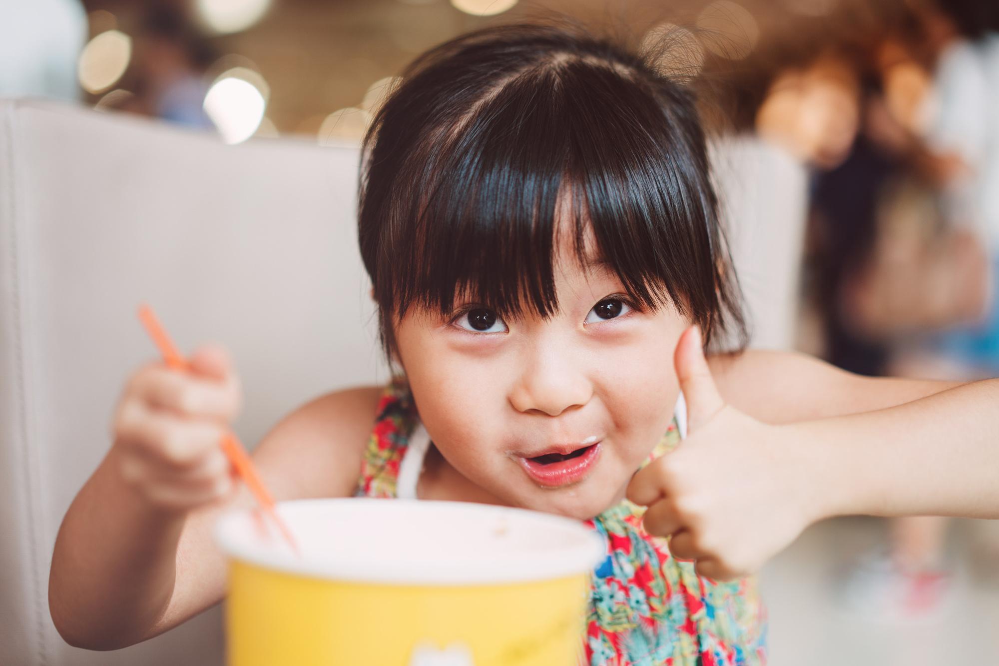 In China steekt men de duim omhoog om 'prima' te zeggen, Getty