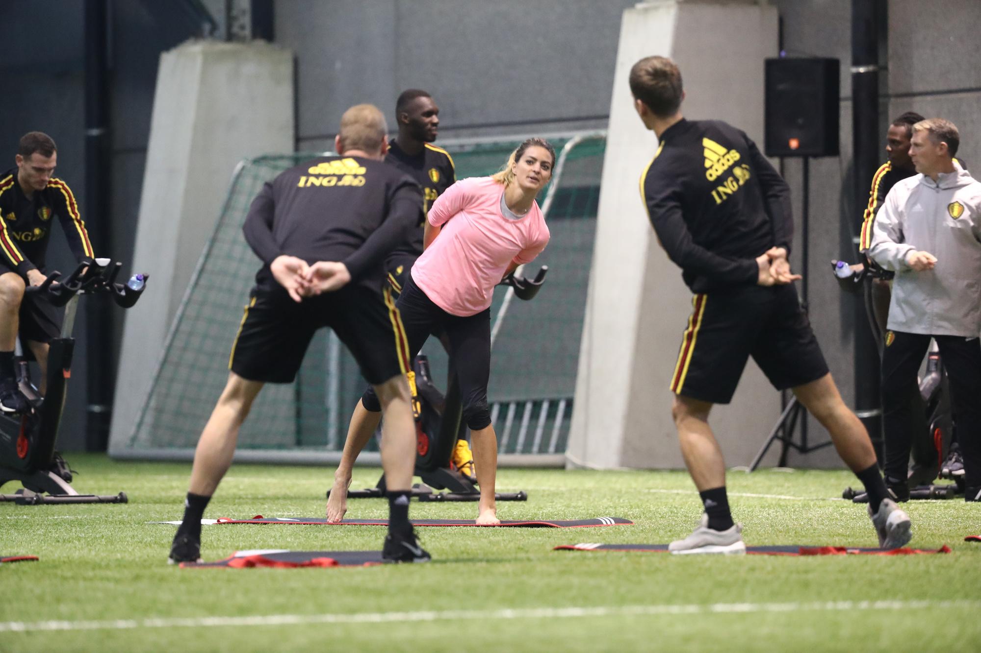 Claudia Van Avermaet, la soeur de Greg Van Avermaet, a dirigé l'entraînement des Diables Rouges, lundi à Tubize. , belga