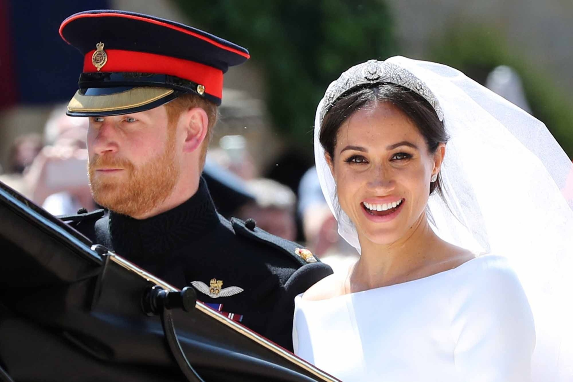 Britain's Prince Harry, Duke of Sussex and his wife Meghan, Duchess of Sussex begin their carriage procession in the Ascot Landau Carriage after their wedding ceremony at St George's Chapel, Windsor Castle, in Windsor, on May 19, 2018. / AFP PHOTO / POOL / Gareth Fuller, AFP