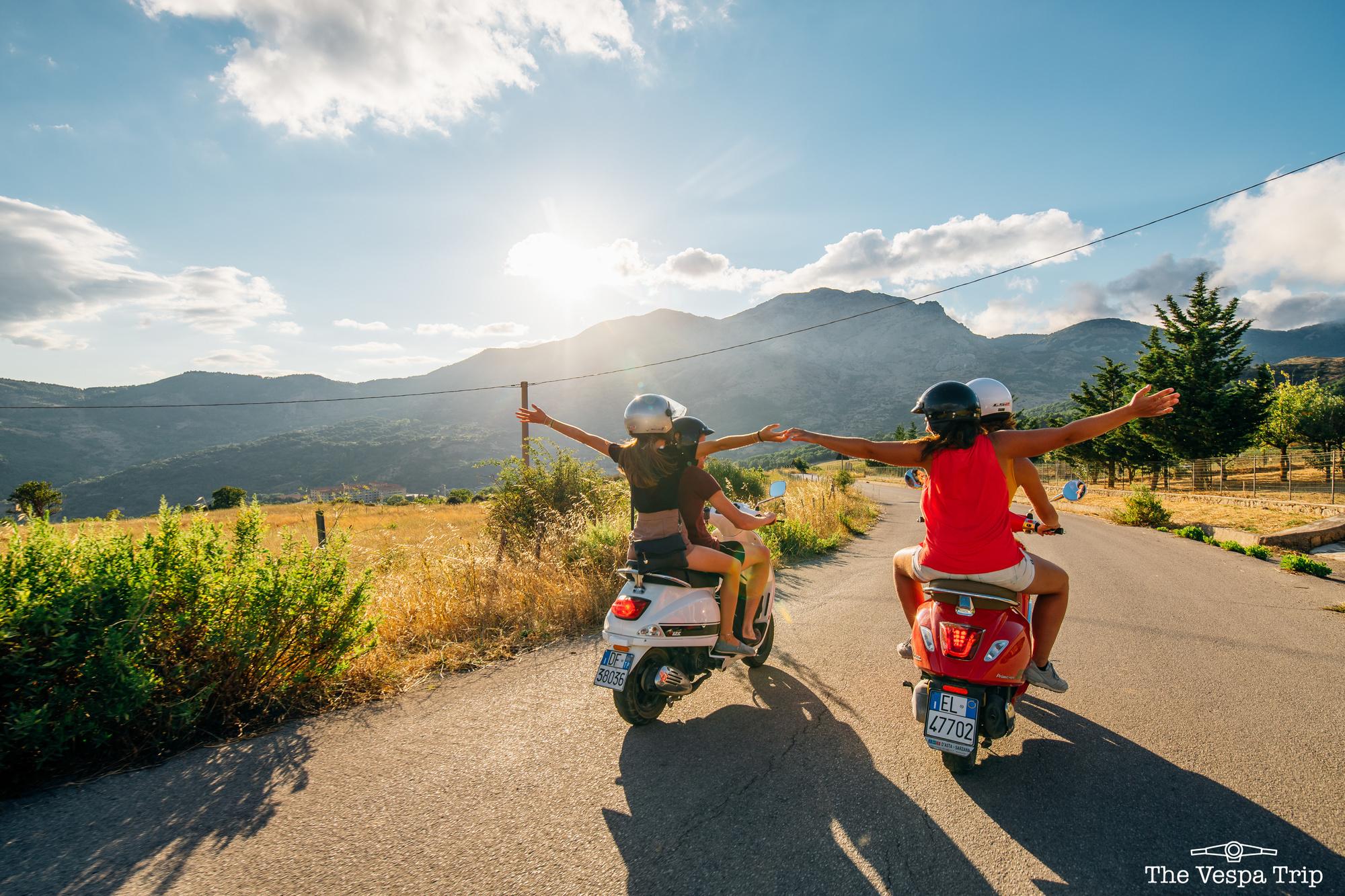 Op Vespa-trip in Italië., Travelbase