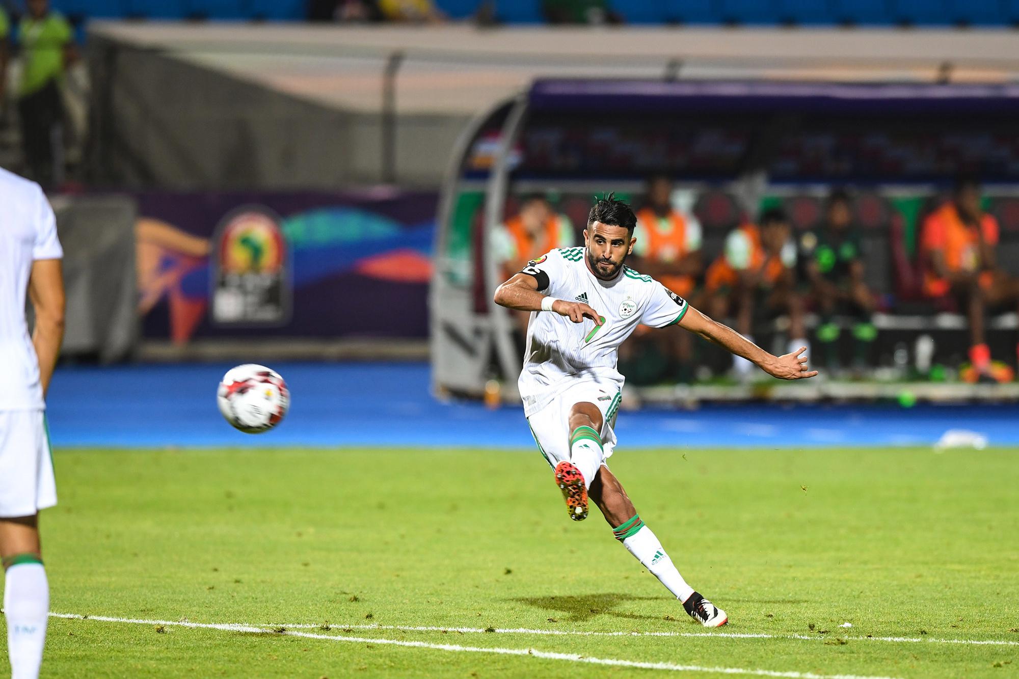 Manchester City-winger Mahrez knalt Algerije naar de finale van de Afrika Cup 2019, belgaimage