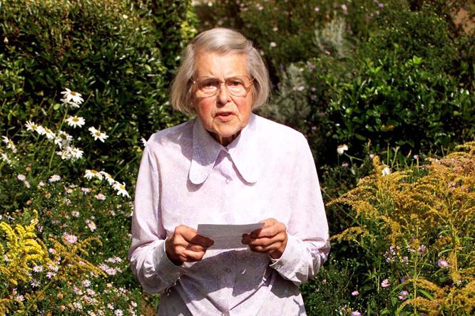 Melita Norwood, chez elle à Londres, en 1999, Reuters