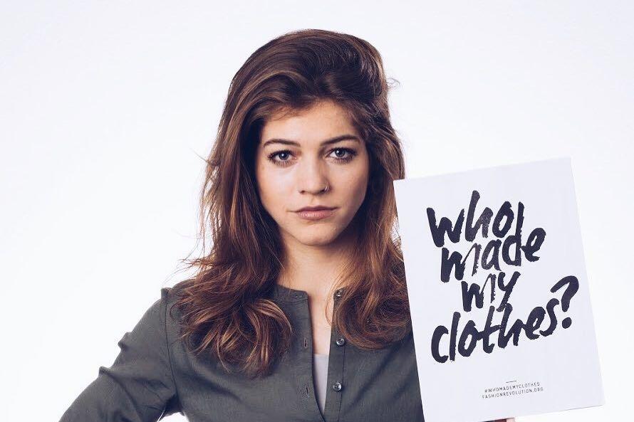 Wie maakte mijn kleren? Post een foto van jezelf met deze vraag op sociale media tijdens Fashion Revolution Week (22-28 april), Green Carpet Switzerland