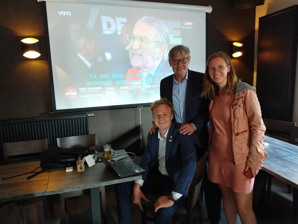 Maxim Veys, Philippe De Coene en Tine Soens volgen de uitslagen op de voet., Bert De Vriese