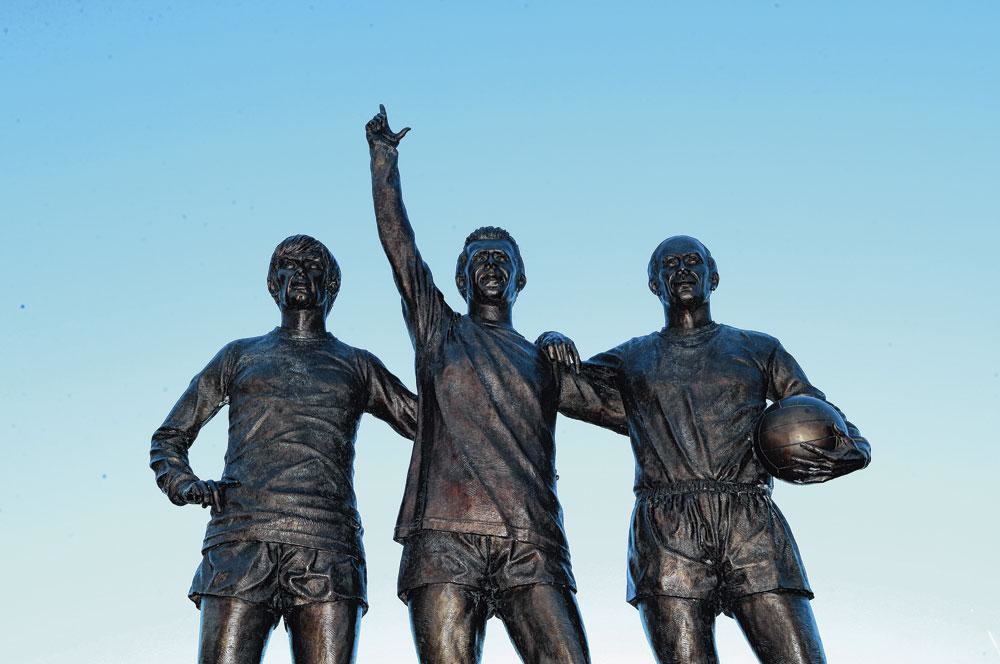 La statue à la gloire de George Best, Denis Law et Bobby Charlton à Old Trafford., BELGAIMAGE