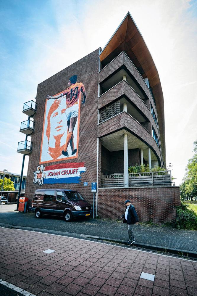 Op de plek waar eens Stadion De Meer lag, is nu een nieuwbouwwijk verrezen., DIRK-JAN VAN DIJK