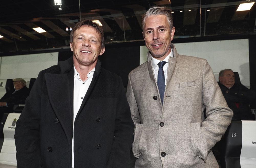 Frank Vercauteren en Michael Verschueren verlaten lachend het Stade du Pays de Charleroi., belgaimage