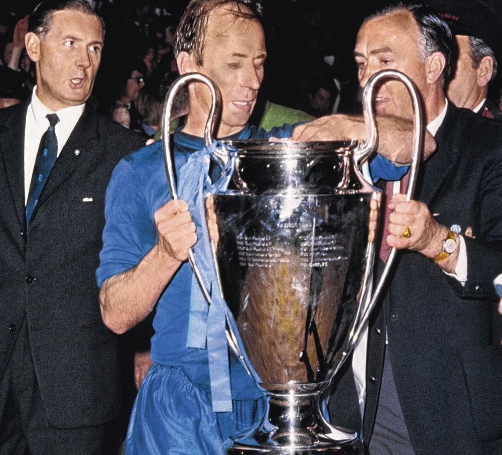 En 1968, Bobby Charlton touche au but en remportant la CE1 face à Benfica., BELGAIMAGE