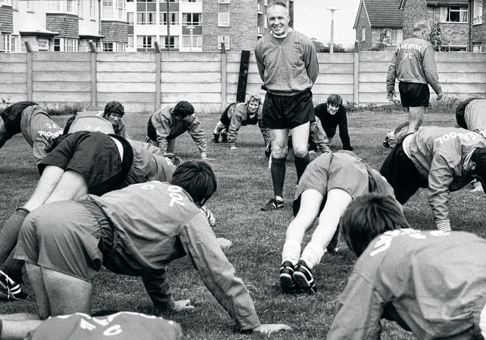 Bill Shankly leidt een training van Liverpool. Er zijn tal van gelijkenissen tussen de kleine Schot en Klopp., BELGAIMAGE