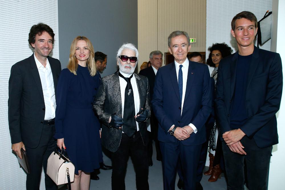 Antoine, Delphine, et Alexandre, les enfants de Bernard Arnault autour de Karl Lagerfeld, Getty Images
