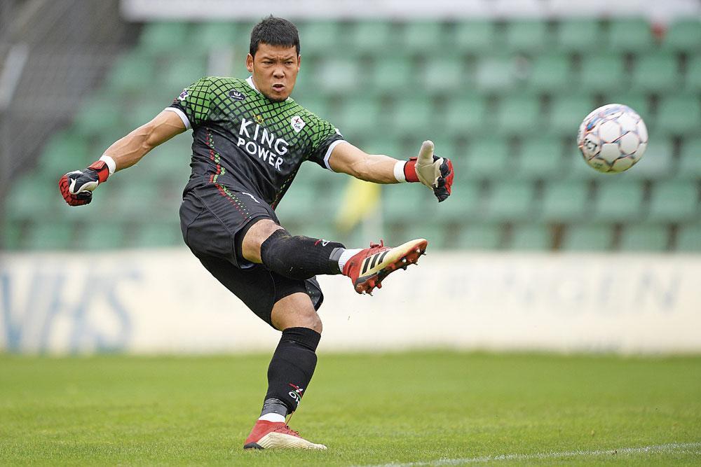 Kawin Thamsatchanan is de nummer 1 van de Thaise nationale ploeg en reservedoelman bij OHL., BELGAIMAGE