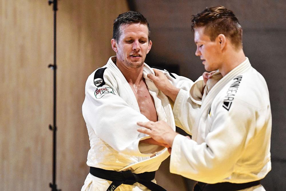 """Dirk Van Tichelt ( à gauche) n'a pas songé à arrêter près sa médaille à Tokyo. """" Par la suite encore, j'ai savouré """", dit-il. A droite : Matthias Casse., BELGAIMAGE"""