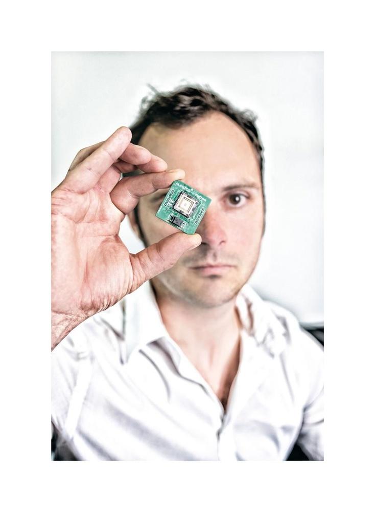 """JENS VERBEECK """"De echte markt achter de ruimtevaart is de telecomsector, die steeds meer data via satelliet levert."""", Debby Termonia"""