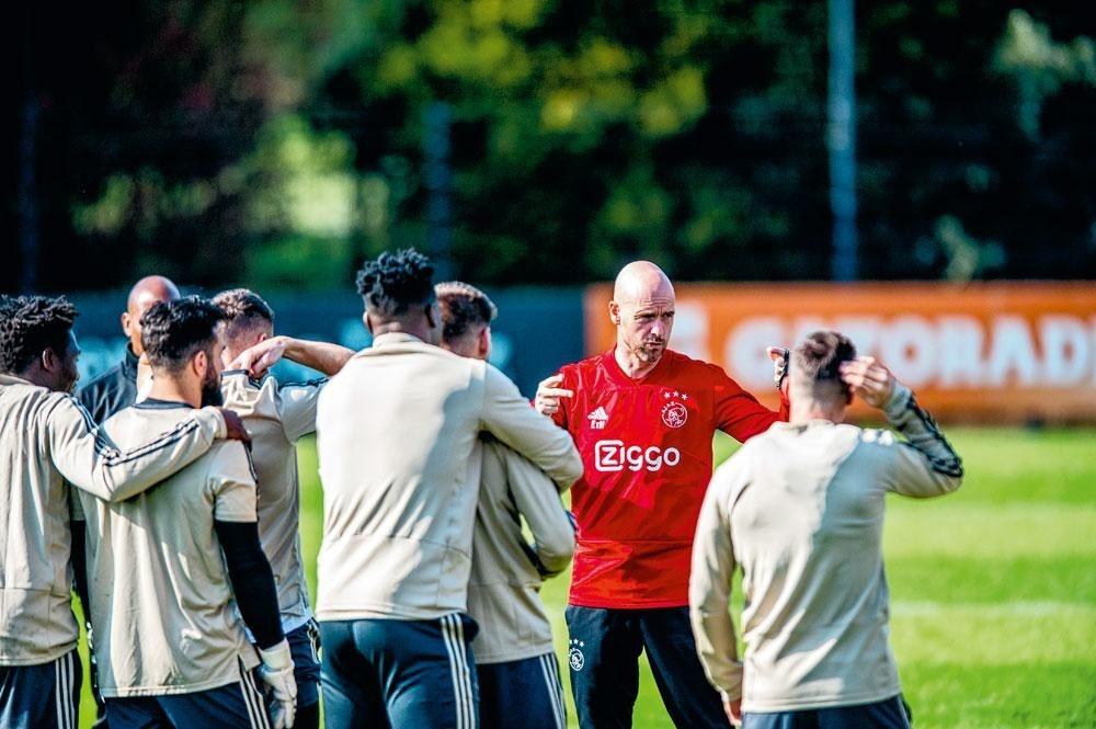Discuté à ses débuts, l'entraîneur ajacide Erik ten Hag fait l'unanimité aujourd'hui., belgaimage