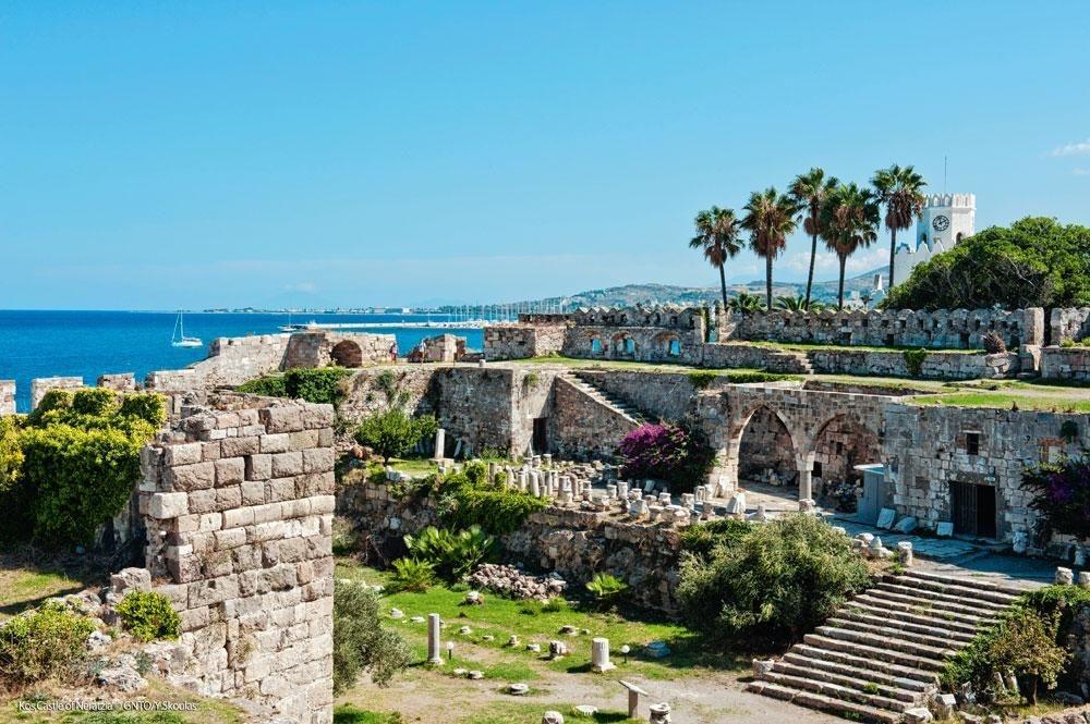 Les magnifiques ruines du château de Neratzia., SDP