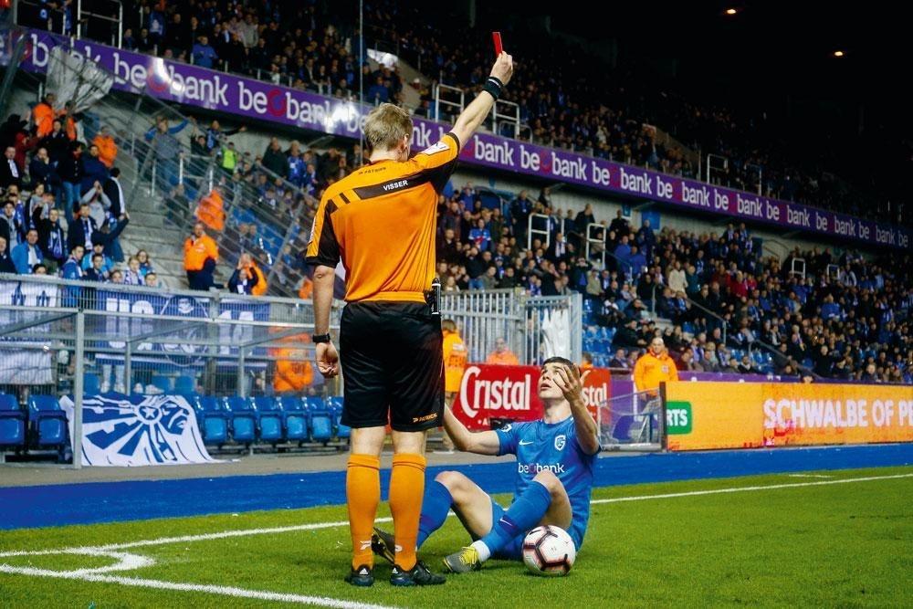 KRC Genk - KAA Gand 2-1. Roeslan Malinovskyi a inscrit deux buts et permis à Genk de gagner mais a reçu une carte rouge en fin de partie., BELGA