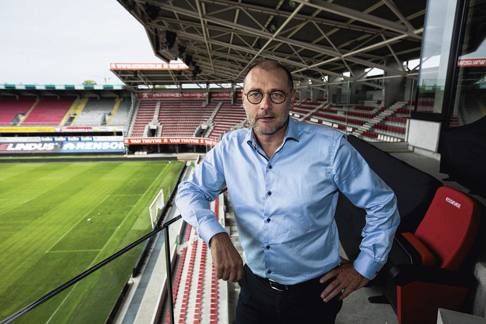 CEO Eddy Cordier is een van de mensen die moet beslissen of een speler financieel haalbaar is., belgaimage