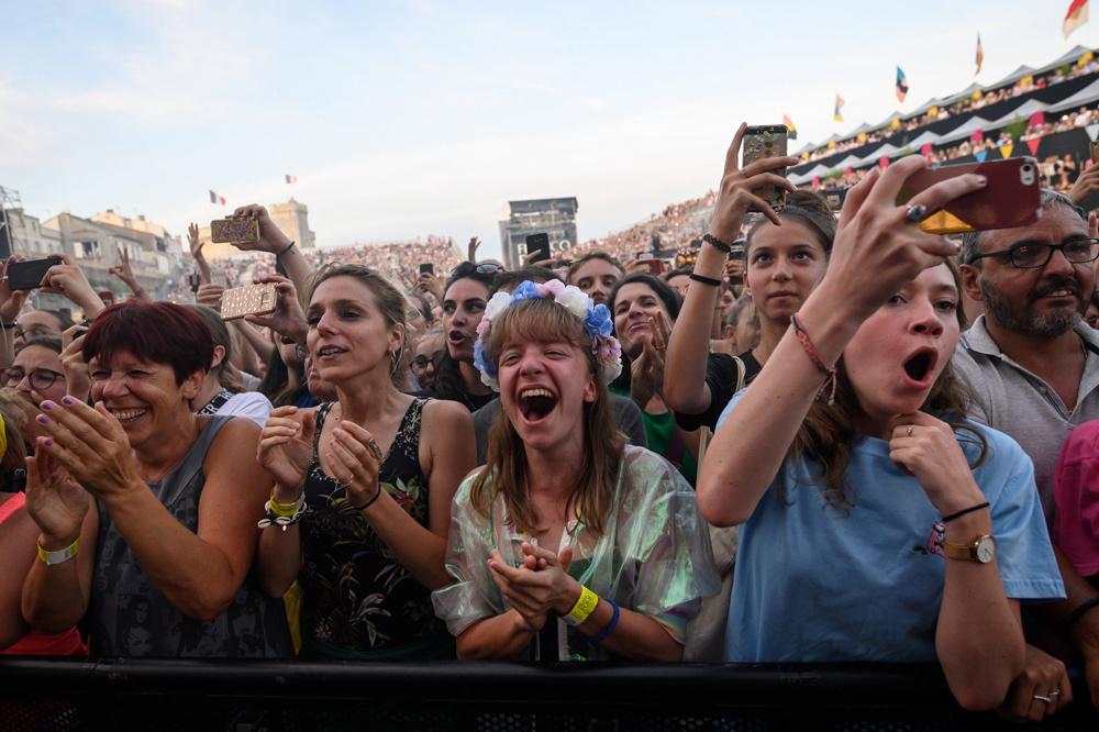 Le public de La Rochelle électrisé par Angèle, Belga Images