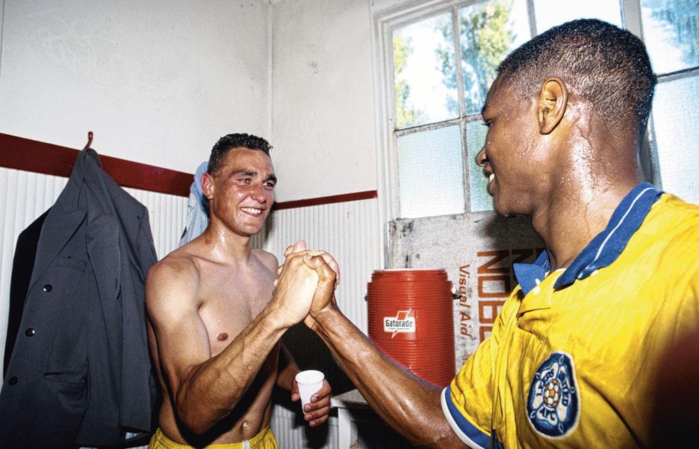 Vinnie Jones et Chris Fairclough sont aux anges après la promotion du club en 1990, GETTY IMAGE